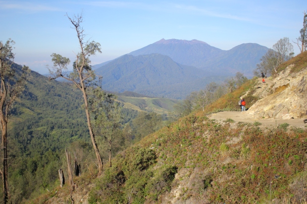 mountains-at-ijen