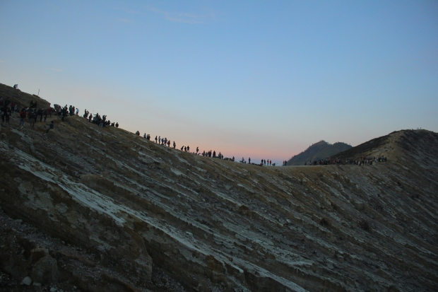 sunrise-hike-at-ijen
