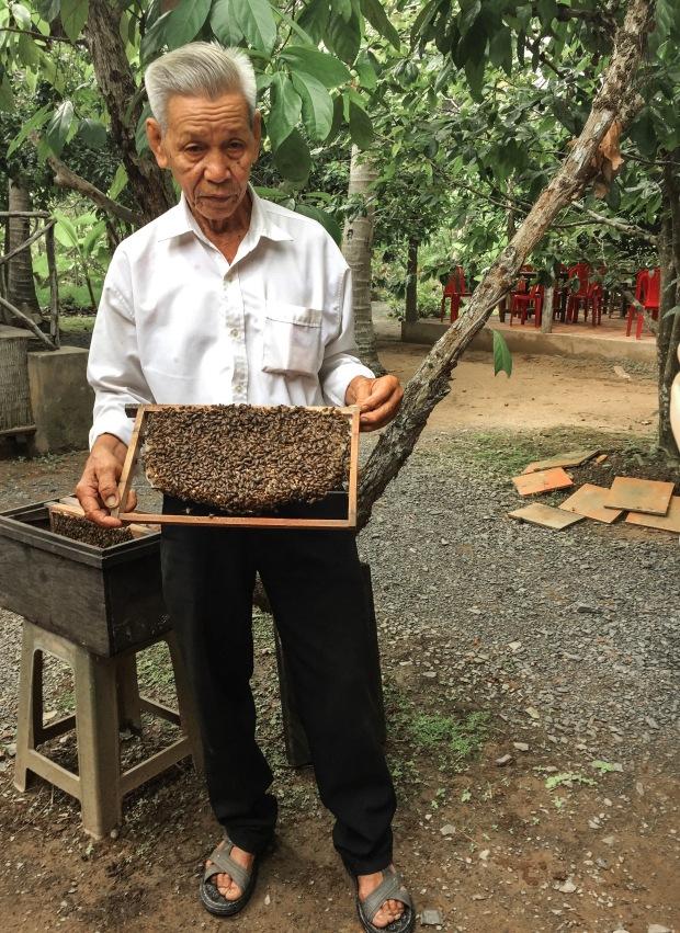 Vietnam_Bee_Master